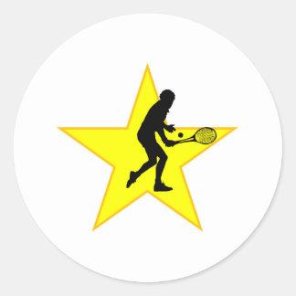 Estrella de la silueta del jugador de tenis pegatina redonda