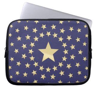 Estrella de oro grande circundada por estrellas má fundas portátiles