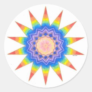 Estrella del corazón del arco iris pegatina redonda