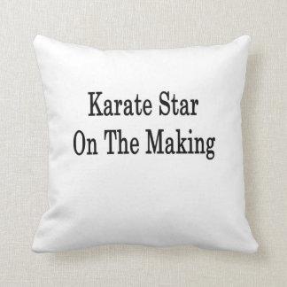Estrella del karate en la fabricación cojines