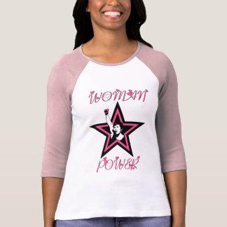 Estrella del poder de la mujer en rosa remera