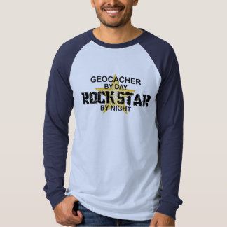 Estrella del rock de Geocacher por noche Playera