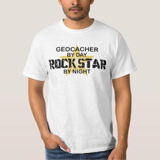 Estrella del rock de Geocacher por noche Playeras