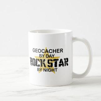 Estrella del rock de Geocacher por noche Taza Clásica