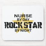 Estrella del rock de la enfermera por noche alfombrilla de ratones