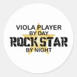 Estrella del rock de la viola por noche etiquetas redondas