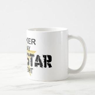 Estrella del rock del agente por noche taza básica blanca