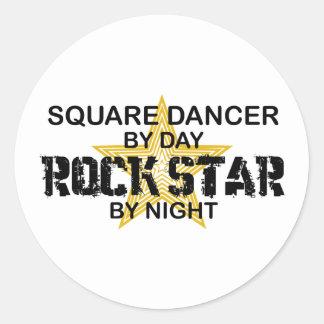 Estrella del rock del bailarín cuadrado por noche pegatina redonda