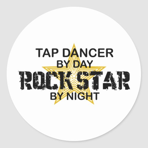 Estrella del rock del bailarín de golpecito por pegatina redonda