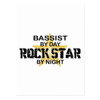 Estrella del rock del bajista por noche tarjetas postales