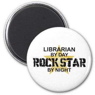 Estrella del rock del bibliotecario por noche imán redondo 5 cm