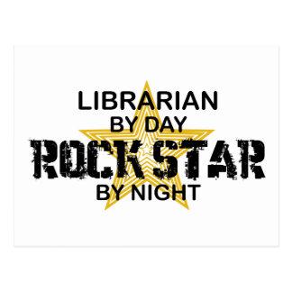 Estrella del rock del bibliotecario por noche tarjeta postal