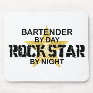 Estrella del rock del camarero alfombrilla de raton