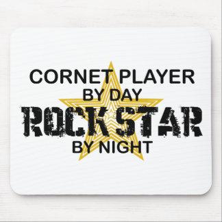 Estrella del rock del cucurucho por noche alfombrillas de ratones