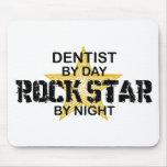 Estrella del rock del dentista por noche tapete de raton