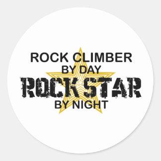 Estrella del rock del escalador de rock por noche pegatina redonda