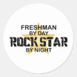 Estrella del rock del estudiante de primer año por etiquetas