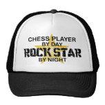 Estrella del rock del jugador de ajedrez por noche gorros bordados