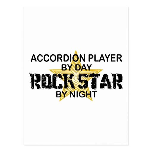 Estrella del rock del jugador del acordeón por noc tarjeta postal