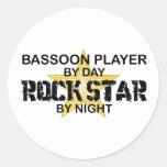 Estrella del rock del jugador del Bassoon por Etiqueta Redonda