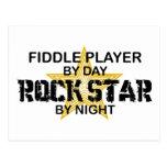 Estrella del rock del jugador del violín por noche postal