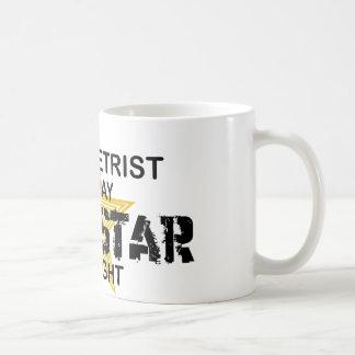 Estrella del rock del optometrista por noche taza de café