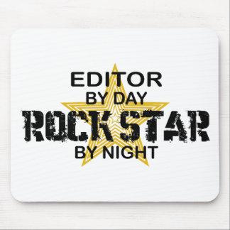 Estrella del rock del redactor por noche alfombrillas de ratones