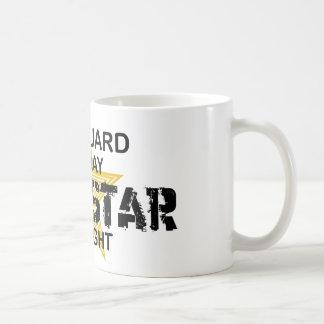 Estrella del rock del salvavidas por noche taza de café