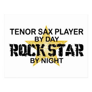 Estrella del rock del saxo tenor por noche postal