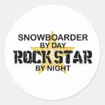 Estrella del rock del Snowboarder por noche Etiqueta Redonda