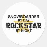 Estrella del rock del Snowboarder por noche Pegatina Redonda