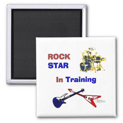 Estrella del rock en el entrenamiento imán de nevera