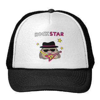 Estrella del rock linda y divertida con la guitarr gorra