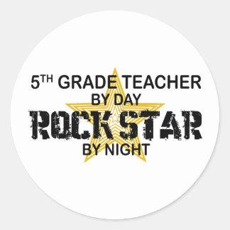 Estrella del rock por la noche - 5to grado pegatina redonda