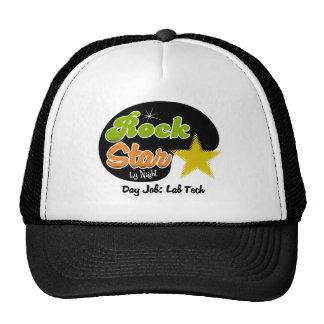 Estrella del rock por la noche - tecnología del la gorra