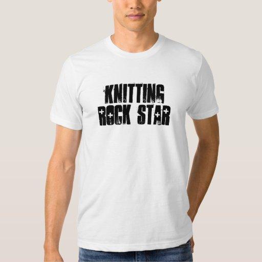 Estrella del rock que hace punto playeras
