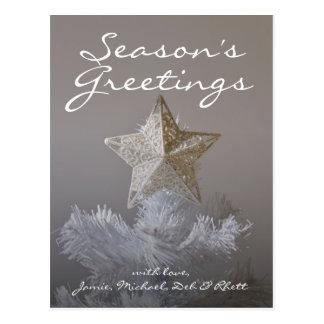 Estrella en el árbol de navidad artificial tarjeta postal
