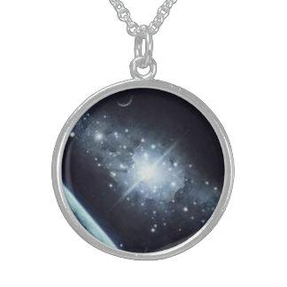Estrella esterlina de la galaxia del collar pendie