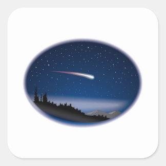 Estrella fugaz sobre paisaje de la noche pegatina cuadrada