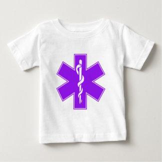 Estrella púrpura gris negra verde de la enfermera remera