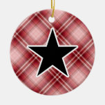 Estrella roja de la tela escocesa ornatos