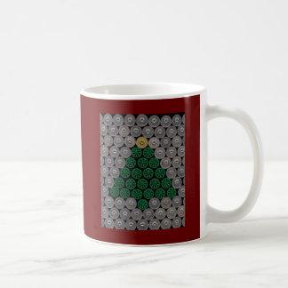 Estrella verde del oro del árbol de la cáscara taza básica blanca