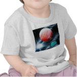 Estrella verde roja de los planetas y del blanco camisetas