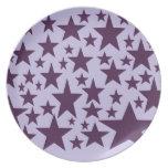 Estrellas acústicas estupendas en púrpura plato