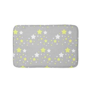 Estrellas amarillas celestiales del blanco en gris