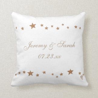 Estrellas animadas del oro personalizadas casando almohadas