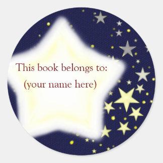 Estrellas, azul y amarillo pegatina redonda