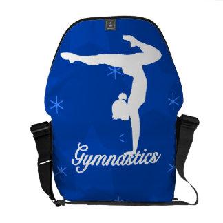 Estrellas azules del chica de la gimnasia bolsas de mensajería