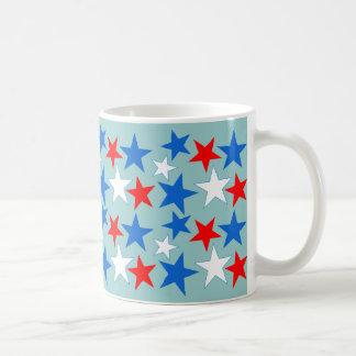 Estrellas blancas y azules rojas taza
