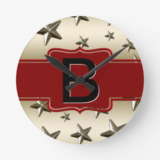 Estrellas brillantes cones monograma del rojo y de reloj de pared